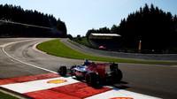 Monopost stáje Toro Rosso při tréninku na GP Belgie 2015