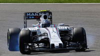 Valteri Bottas v monopostu Williams FW37 - Mercedes při kvalifikaci na GP Belgie 2015