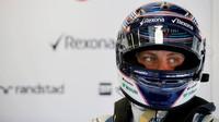 Valteri Bottas v boxech týmu Williams při GP Belgie 2015