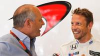 Ron Dennis a Jenson Button našli důvod k úsměvům i při pomalých časech McLarenu při kvalifikaci na GP Belgie 2015