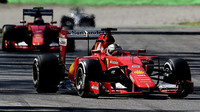 Sebastian Vettel před Kimim Räikkönenem, GP Itálie (Monza)