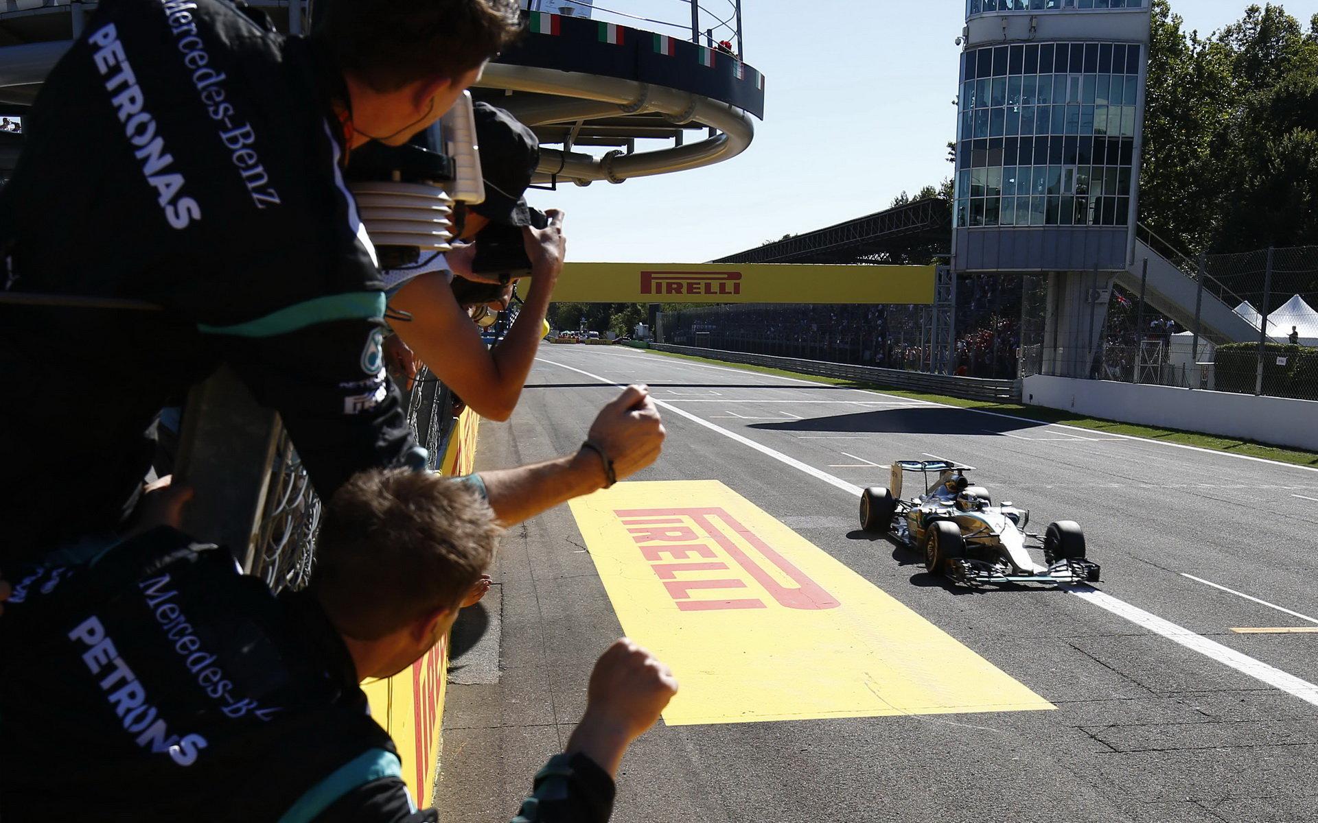 Monza si konečně potřásla rukou s Ecclestonem - anotační foto