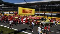 Tifosi utíkají k pódiu, GP Itálie (Monza)