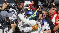 Felipe Massa se raduje s mechaniky z třetího místa, GP Itálie (Monza)