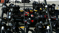 Jenson Button na výměnu pneu, GP Itálie (Monza)
