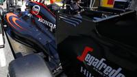 Vůz McLaren MP4-30 Honda na startovním roštu, GP Itálie (Monza)