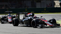 Jenson Button před svým týmových kolegou Fernandem Alonsem, GP Itálie (Monza)