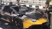 Ohořelé torzo supersportu Lamborghini Aventador Roadster