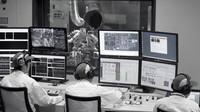 Inženýři Hondy testují pohonnou jednotku v továrně v Sakura City