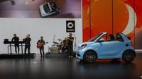 Smart ve Frankfurtu odhalil Fortwo ve verzi Cabrio. Co přináší nového?