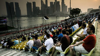 Zatímco ochozy singapurské GP byly plné, u televizí je situace horší