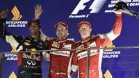 Daniel Ricciardo, Sebastian Vettel a Kimi Räikkönen slaví, GP Singapuru (Singapur)