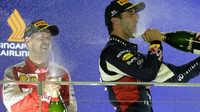 Sebastian Vettel a Daniel Ricciardo oslavují vítězství, GP Singapuru (Singapur)