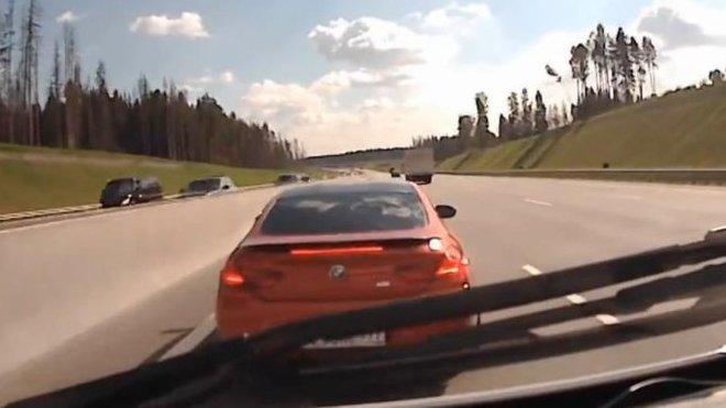 řidič BMW M6, který vybržďoval sanitku