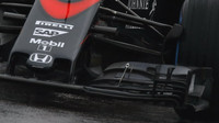 Detail předního křídla vozu McLaren MP4-30 Honda, GP Japonska (Suzuka)