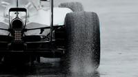 Detail difuzoru a výfuku vozu Mercedes F1 W06 Hybrid, GP Japonska (Suzuka)