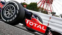 Pneumatika na voze Red Bull RB11 - Renault v Suzuce