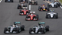 Start Mercedesů v Suzuce