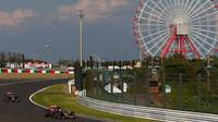 Carlos Sainz a Max Verstappen v Suzuce