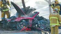 Zničené Porsche Carrera GT, v nemž seděl slavný herec Paul Walker