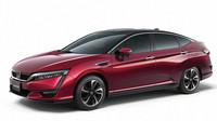 Vodíková Honda Clarity Fuel Cell si dávala na čas opravdu pěkně, podle všeho se ale čekání vyplatilo. Celkem 177 koní a dojezd 700 kilometrů vypadá na papíře hodně slibně. Prodej se i v Evropě rozběhne příští rok.