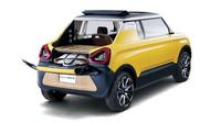 Třída kei cars zná už mnohé od SUV, hatchbacků, kabrioletů až po valníky. Dvoumístný pickup s dřevěnou ložnou plochou a složitelnou přepážkou mezi nákladem a cestujícími ale ne. A přesně tím se chlubí Suzuki Mighty Deck. Střecha je navíc z plátna, takže vedle nákladu si mohou užívat vzduch i řidič se spolujezdcem. Pod kapotou je 0.66litrový tříválec s elektromotorem a automatickou převodovkou.
