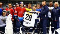 Daniil Kvjat využil volný čas hraním hokeje v Soči