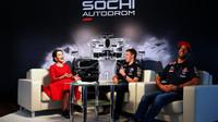Daniil Kvjat a Daniel Ricciardo při rozhovoru v Soči