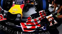 Detail předního křídla vozu Red Bull RB11 - Renault v Soči