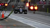 Marcus Ericsson vjíždí do pitlane v Soči