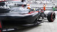 Fernando Alonso vyjíždí z boxů v Soči