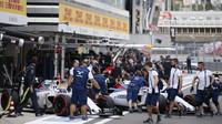 Valtteri Bottas a Felipe Massa přijeli do boxů v Soči
