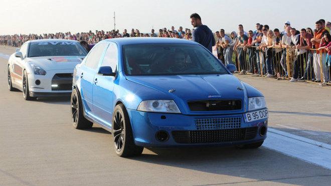 Dvoumotorová Octavia RS těsně před tím, než zesměšnila Nissan GT-R.