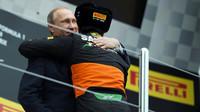 Sergio Pérezovi gratuluje i samotný prezident Ruska Putin v Soči