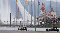 Jenson Button a Fernando Alonso v Soči