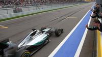 Lewis Hamilton dojel do cíle jako první v Soči