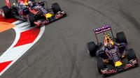 Daniil Kvjat a Daniel Ricciardo v Soči