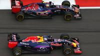 Carlos Sainz předjížíd Daniela Ricciarda v Soči