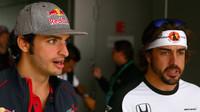 Carlos Sainz a Fernando Alonso