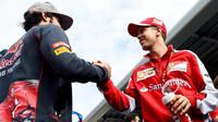 Carlos Sainz a Sebastian Vettel v Soči