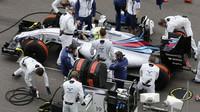 Felipe Massa se připravuje na startovním roštu v Soči