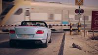 Bentley Continental GT V8 S v závodu s vlakem