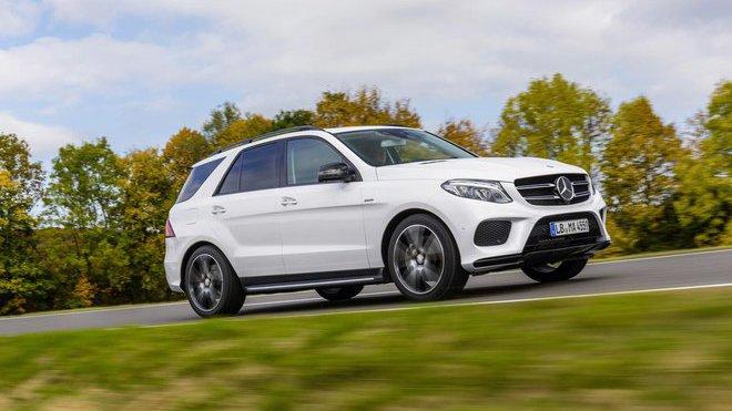 Mercedes-Benz pořádá svolávací akci na dva velké modely. Je ohrožena bezpečnost posádky - anotačné foto