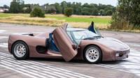 Hnědá barva a mechanizmus dveří značí pozdější vývojové stádium, Koenigsegg CC.