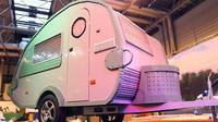 Tohle dílko zabralo dvanácti tvůrcům dvanáct týdnů a skládá se z 215 158 dílků, Lego karavan.