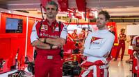 Maurizzio Arrivabene a Sebastian Vettel v Austinu