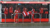 Pitwall Ferrari za silného deště v Austinu