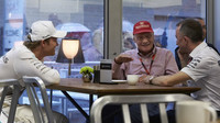 Nico Rosberg, Niki Lauda a Paddy Lowe v Austinu