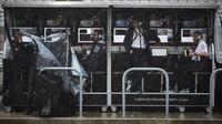 Pitwall Mercedesu za silného deště v Austinu