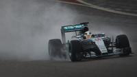 Proč se testu mokrých pneumatik nezúčastnil Mercedes?
